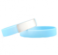 Brazalete Slim ID de silicona azul claro con placa de metal 45*13mm